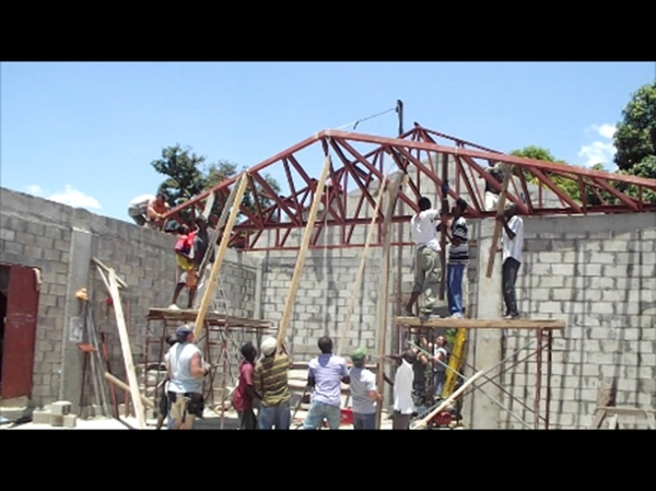 Setting the fabricated trusses